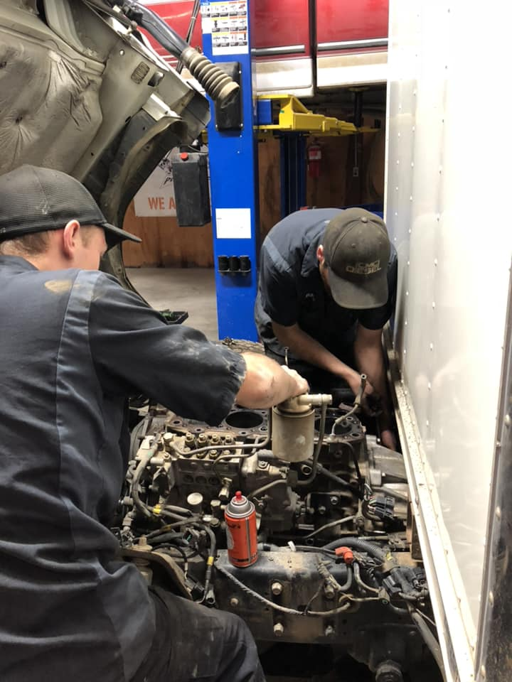 cmc diesel mechanics working on diesel engine